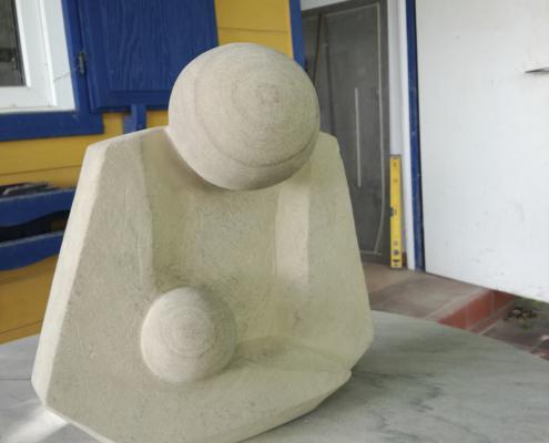 """PS10 – """"Pieta"""" 29x17x31cm I brauner Sandstein (2018)"""