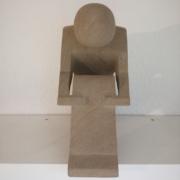"""PS11 – """"Sitzender"""" 29x31x15cm I brauner Sandstein (2019)"""